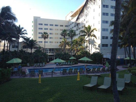 Holiday Inn Miami Beach: Exteriores