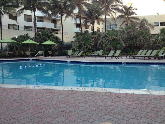 Holiday Inn Miami Beach: Piscina
