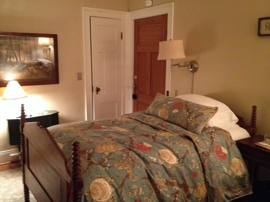 ‪‪Charlton Farm Inn‬: Very quiet and comfortable room‬