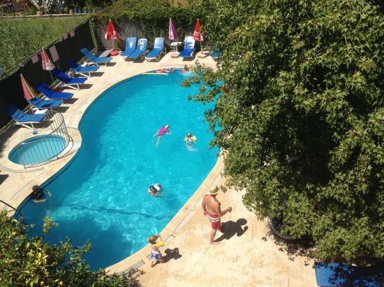 Caretta Apart Hotel: Pool view