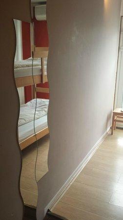 Hostel 360 : Room 13