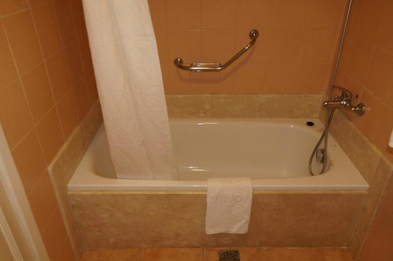 """Melia Cayo Coco: The tub/shower in our """"standard"""" room."""