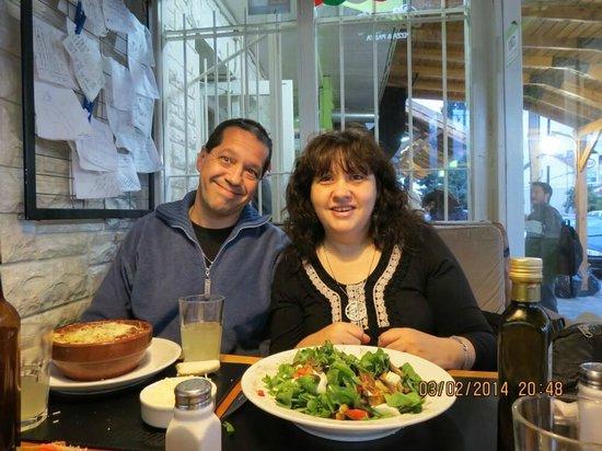 """Girula Pizza & Pasta: cenando """"lasagna y ensalada mediterránea"""""""
