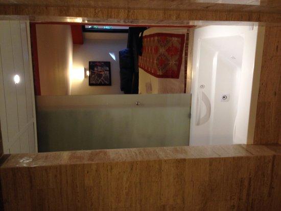 Grand Palladium Vallarta Resort & Spa : Jacuzzi from the bathroom  side