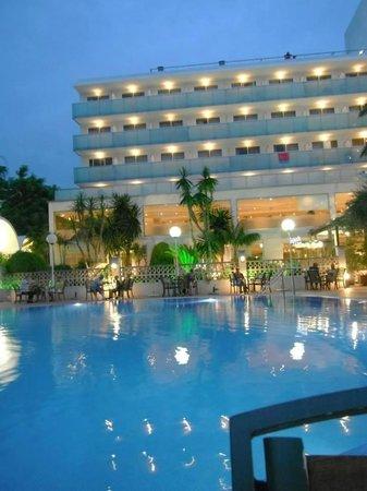 H10 Delfin : Hotel at night