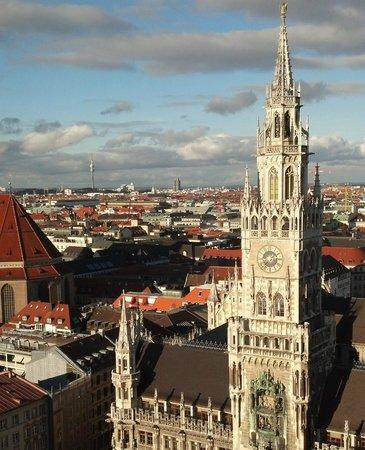 Big Hat Tours: Munich - Glockenspiel