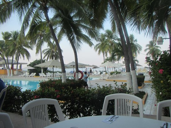 Hotel Fontan Ixtapa: Sitting at Breakfast looking at the pools