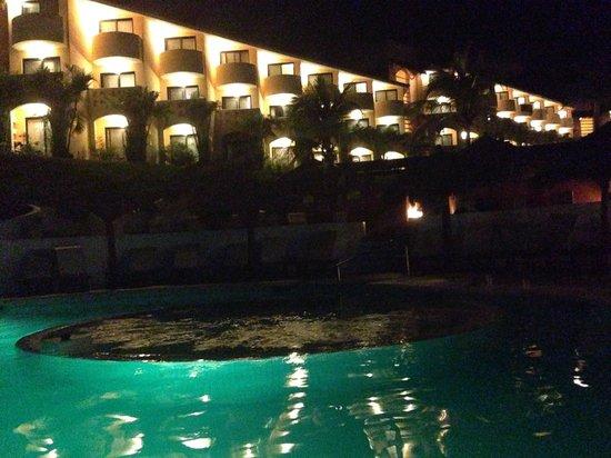 Grand Palladium Vallarta Resort & Spa : Night time at the pool