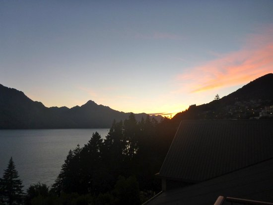 Heritage Queenstown: Sunset from the balcony