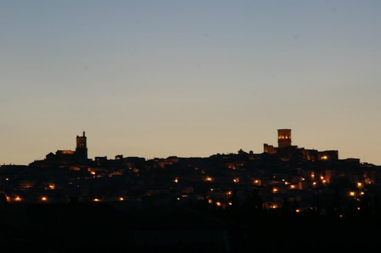 Hostal Rural la Plata: Vista desde el hotel.Vista nocturna