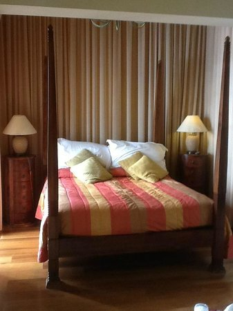 The Victoria Hotel: Bed
