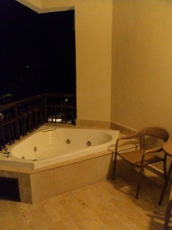 Dreams Riviera Cancun Resort & Spa: jacuzzi en la terraza