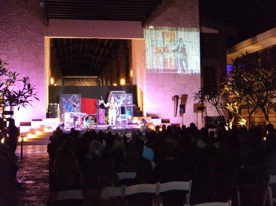Dreams Riviera Cancun Resort & Spa: Show de ilusionismo