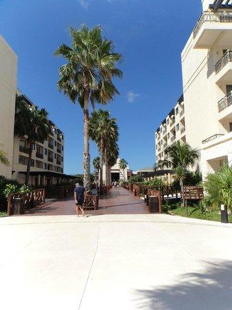 Dreams Riviera Cancun Resort & Spa: pasillo central hacia el lobby