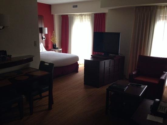 Residence Inn Chattanooga Downtown: Our nice room!