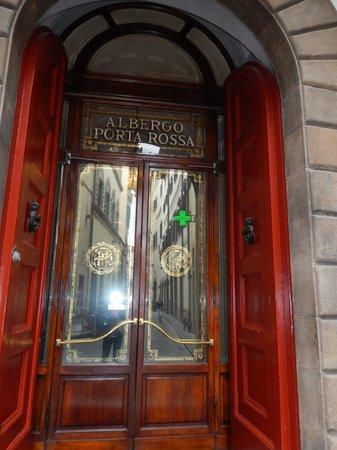 NH Collection Firenze Porta Rossa: Signature red shutter doors
