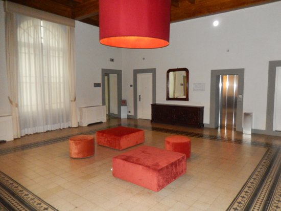 NH Collection Firenze Porta Rossa: Landing right outside the elevators