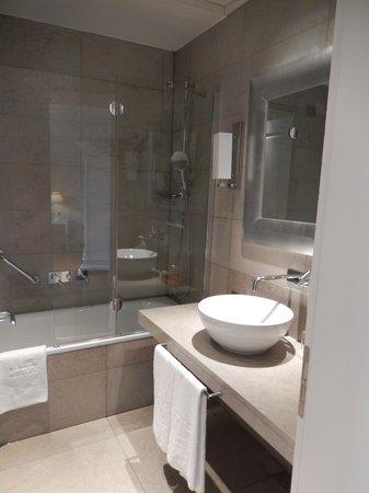 NH Collection Firenze Porta Rossa: Bathroom