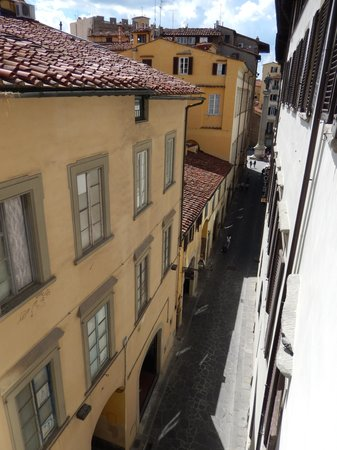 NH Collection Firenze Porta Rossa: Street view Outside the room
