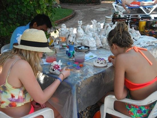 Costa Club Punta Arena : painting pool side