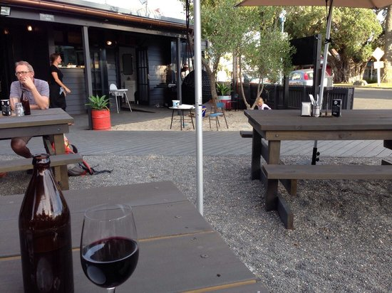 Bow St. Depot: Casual outdoor dining, great food