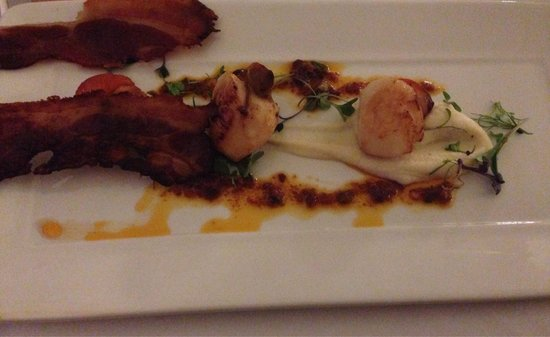 Lake Hotel: Scallops starter with crispy bacon!