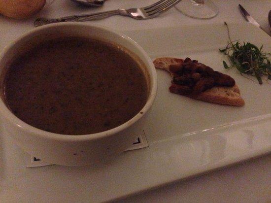 Lake Hotel: Delicious mushroom soup with mushroom bruschetta