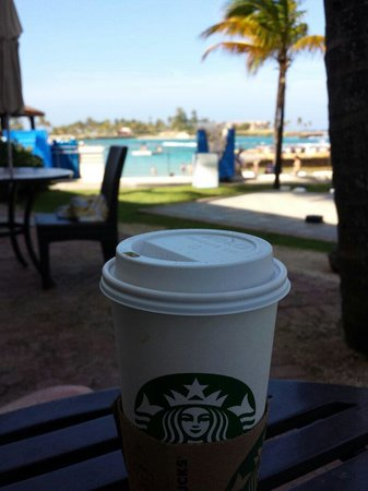 Caribe Hilton San Juan: Starbucks and people watching on a perfect Sunday morning.