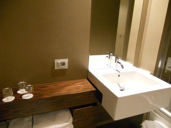 Antony Hotel: Baño habitacion 507