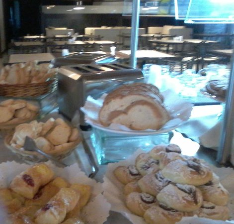 Howard Johnson Hotel & Marinas San Pedro Resort: desayuno