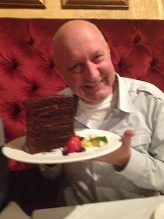 huge chocolat cake
