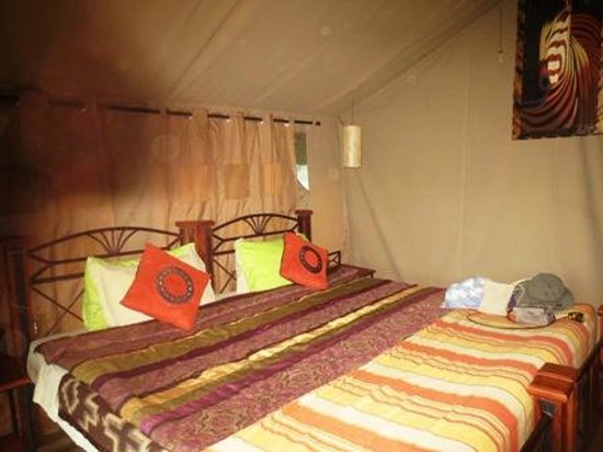 Serengeto Osupuko Tented Camp: What a nice room for a tent.