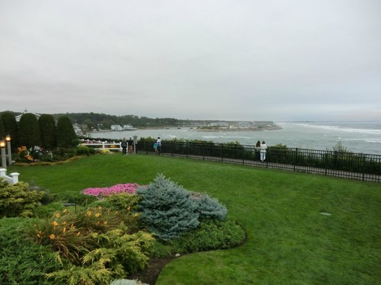 The Anchorage By the Sea: lawn opening up to Marginal Way