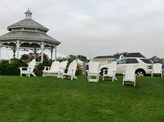The Anchorage By the Sea: lawn
