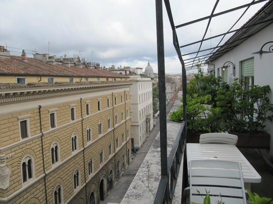 Hotel Diplomatic : Looking towards the Spanish Steps