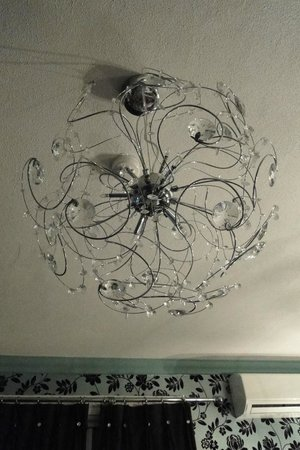 Crompton Guest House: decorative lamp
