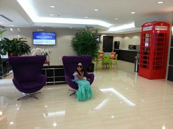 Ramada Miami Springs/Miami International Airport: AREA DEL LOBBY
