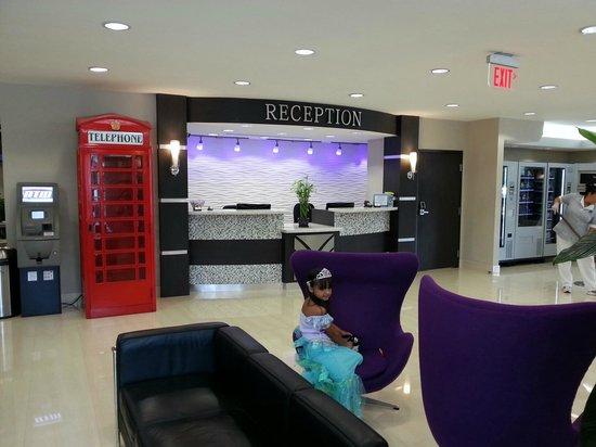 Ramada Miami Springs/Miami International Airport: AREA DEL FRONT DESK