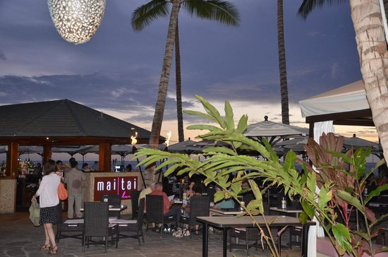 The Royal Hawaiian, a Luxury Collection Resort : Beach-side bar