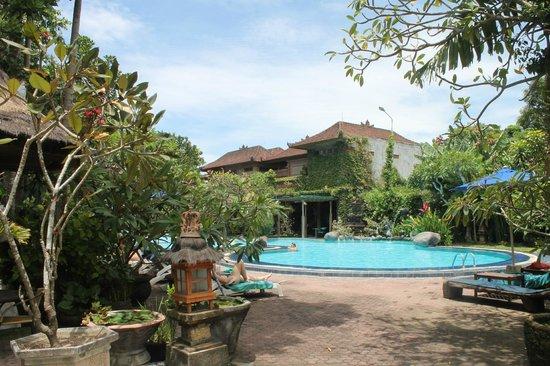 Matahari Bungalow Bar & Restaurant: Nice clean pool