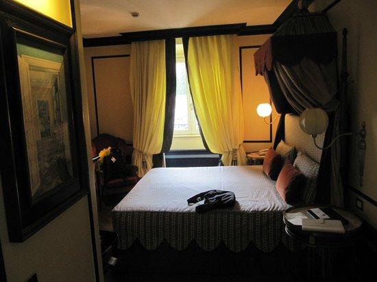 Santa Maria Novella Hotel: great bed