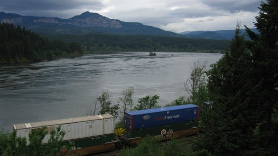 Best Western Plus Columbia River Inn: River view