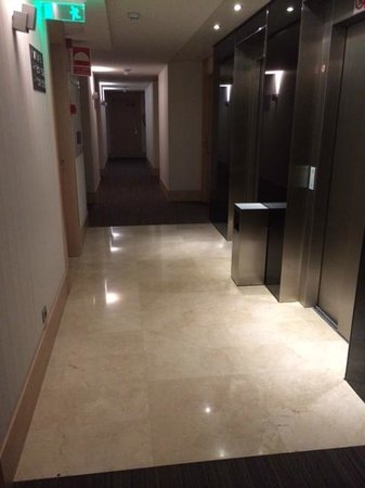 Double Tree Hilton  Hotel Girona: Ascensores