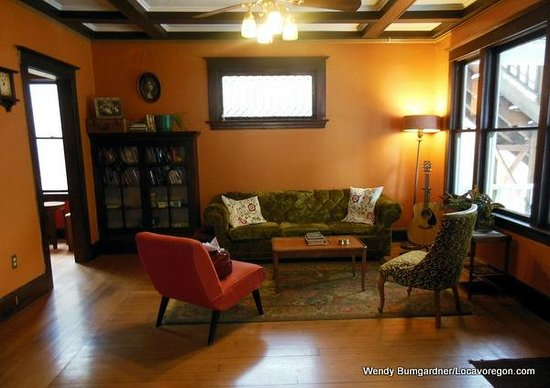 Bluebird Guesthouse: Common room