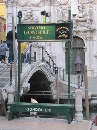 Hotel Violino d'Oro : Taxi stand outside hotel