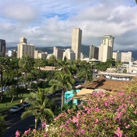 Trump International Hotel Waikiki: View from the open lobby lounge looking towards the leeward side.