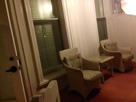 Hotel del Coronado: Veranda on garden/ground level