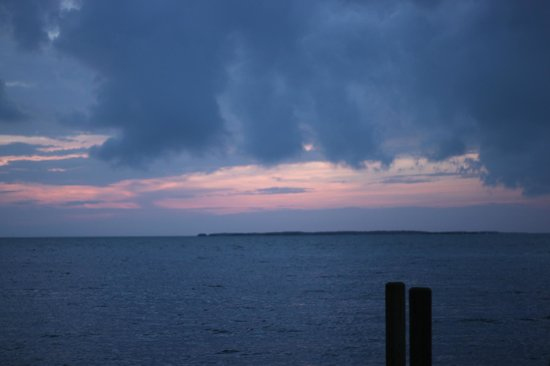 Bay Harbor Lodge : Sunset just beginning at the pier