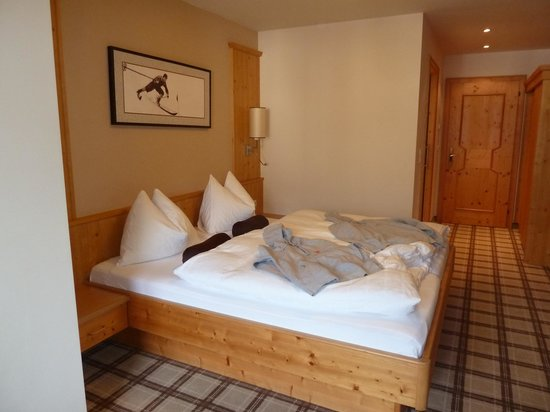 Hotel Zentral: ruime kamer mooi ingericht