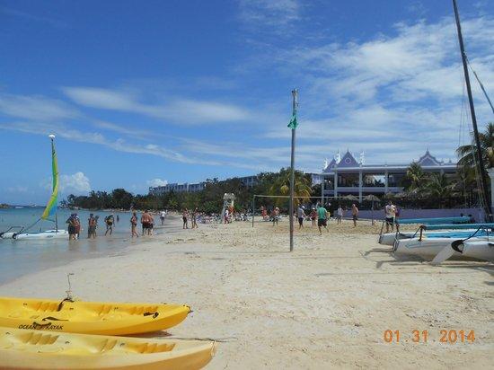 Hotel Riu Montego Bay: On the beach